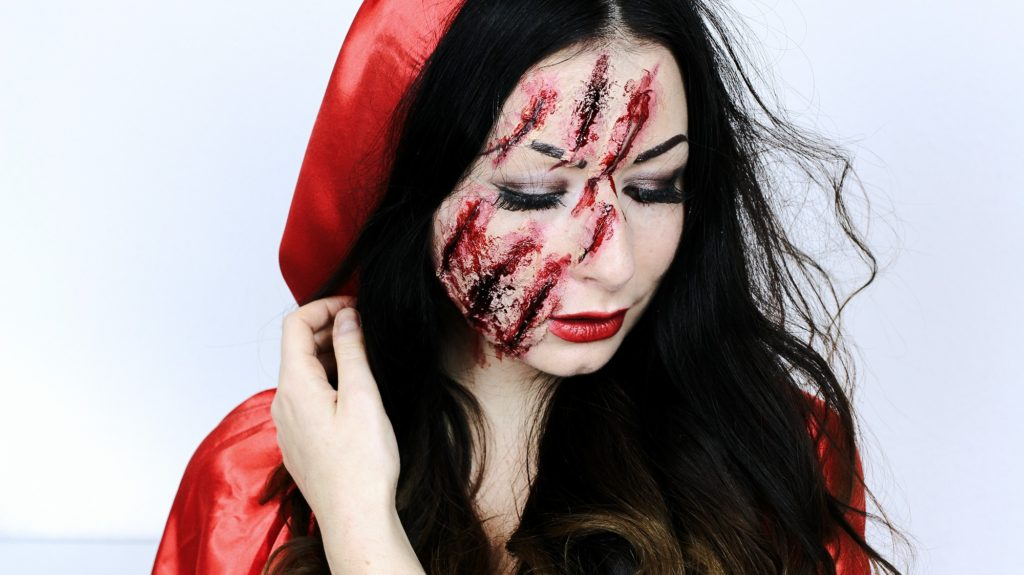 Snow White Little Red Riding Hood SNOW WHITE OR LITTLE RED RIDING HOOD HALLOWEEN MAKEUP IDEAS FASHION CONFESSION BY ELIZA ARMAND, FASHION BLOGGER, BEAUTY BLOGGER, MAKEUPBLOGGER, SKINCARE www.fashion-confession.com