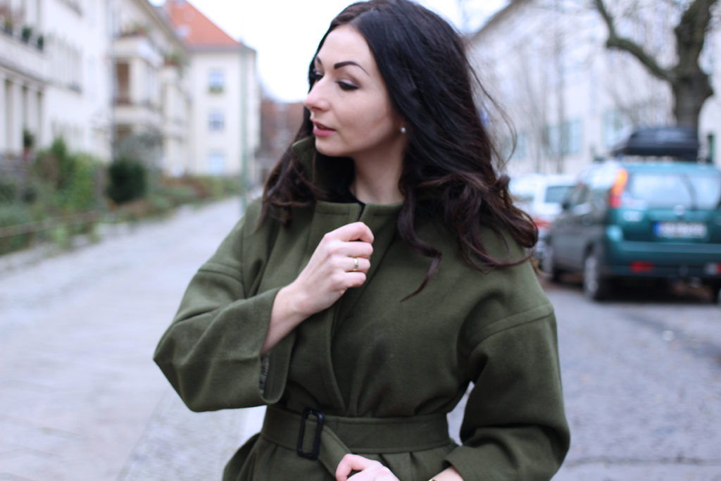 WINTER OUTERWEAR PIECES FASHION CONFESSION BY ELIZA ARMAND, FASHION BLOGGER, BEAUTY BLOGGER, MAKEUPBLOGGER, SKINCARE www.fashion-confession.com