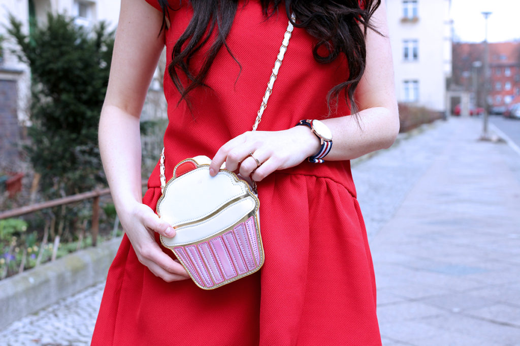 THE RED DRESS OUTFIT OF THE DAY FASHION CONFESSION BY ELIZA ARMAND, FASHION BLOGGER, BEAUTY BLOGGER, MAKEUPBLOGGER, SKINCARE www.fashion-confession.com